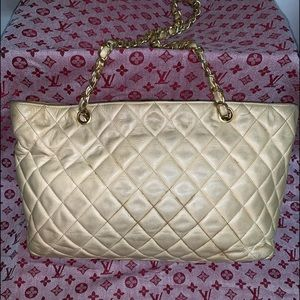💕JUST SHOWING SOMEONE💕CHANEL LAMBSKIN TOTE💕